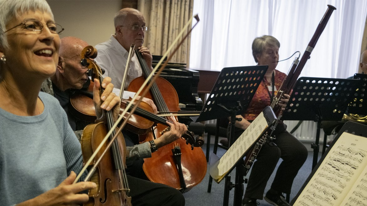 undefinedViolin, double bass and oboist